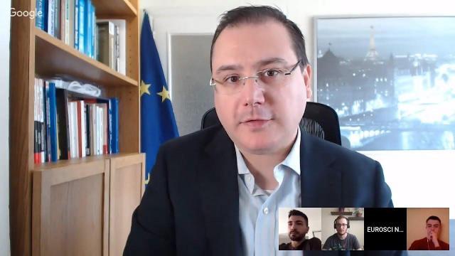 Embedded thumbnail for Eșecul pieței: externalități, bunuri publice, monopol | Economia Politică Europeană 5